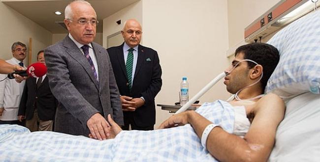 Çiçek, Azeri ve Gazzeli yaralıları ziyaret etti