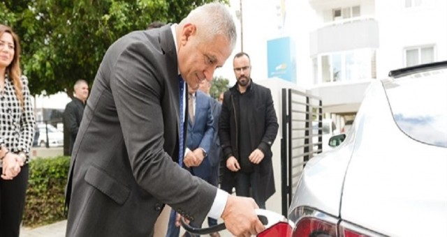 KKTC'nin ilk elektrikli otomobil şarj ünitesinin tanıtımı yapıldı