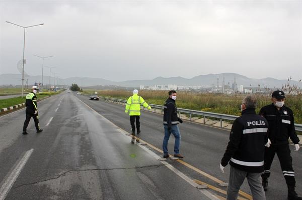 Trafikte seyir halindeki araç sürücülerinin izinli olup olmadıkları denetlendi