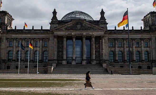 Almanya'da korona önlemleri gevşetiliyor