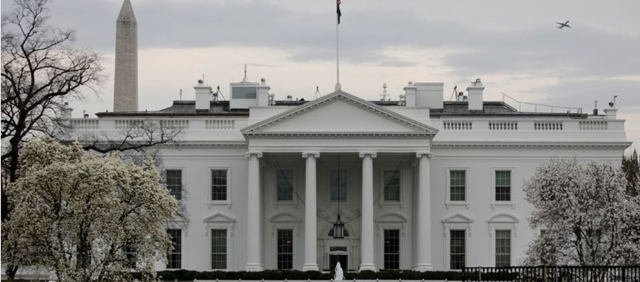Beyaz Saray sağlık ekibinden, ABD'de 100 ila 200 bin kişinin koronavirüsten öleceği tahmini