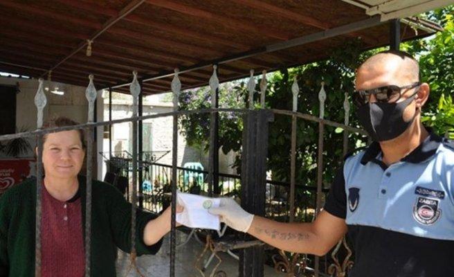 Değirmenlik Belediyesi tüm annelere sağlık maskesi dağıttı