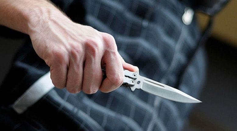 Evlatlarını ocakta ısıttığı kızgın bıçakla yaraladı