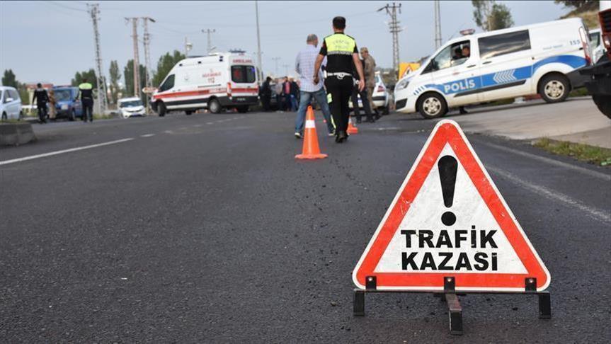 Ektam Kıbrıs önünde kaza, araçlar kullanılmaz hale geldi