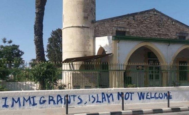 Limasol'daki Köprülü Camii'ye saldırı!