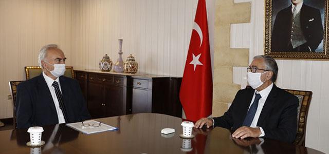 Akıncı, Taşınmaz Mal Komisyonu Başkanı Erkmen'le Görüştü