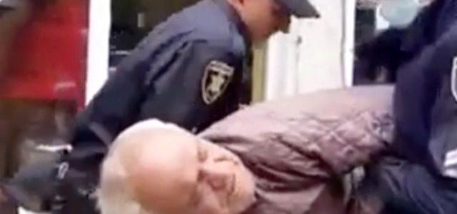 Maskesiz Yaşlı Adama Polis Şiddeti
