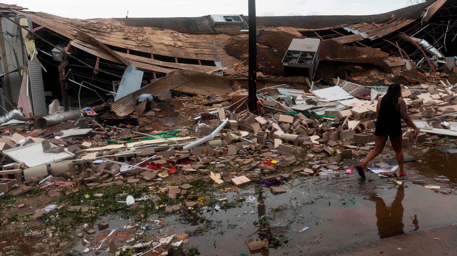 Laura Kasırgası büyük hasara yol açtı!