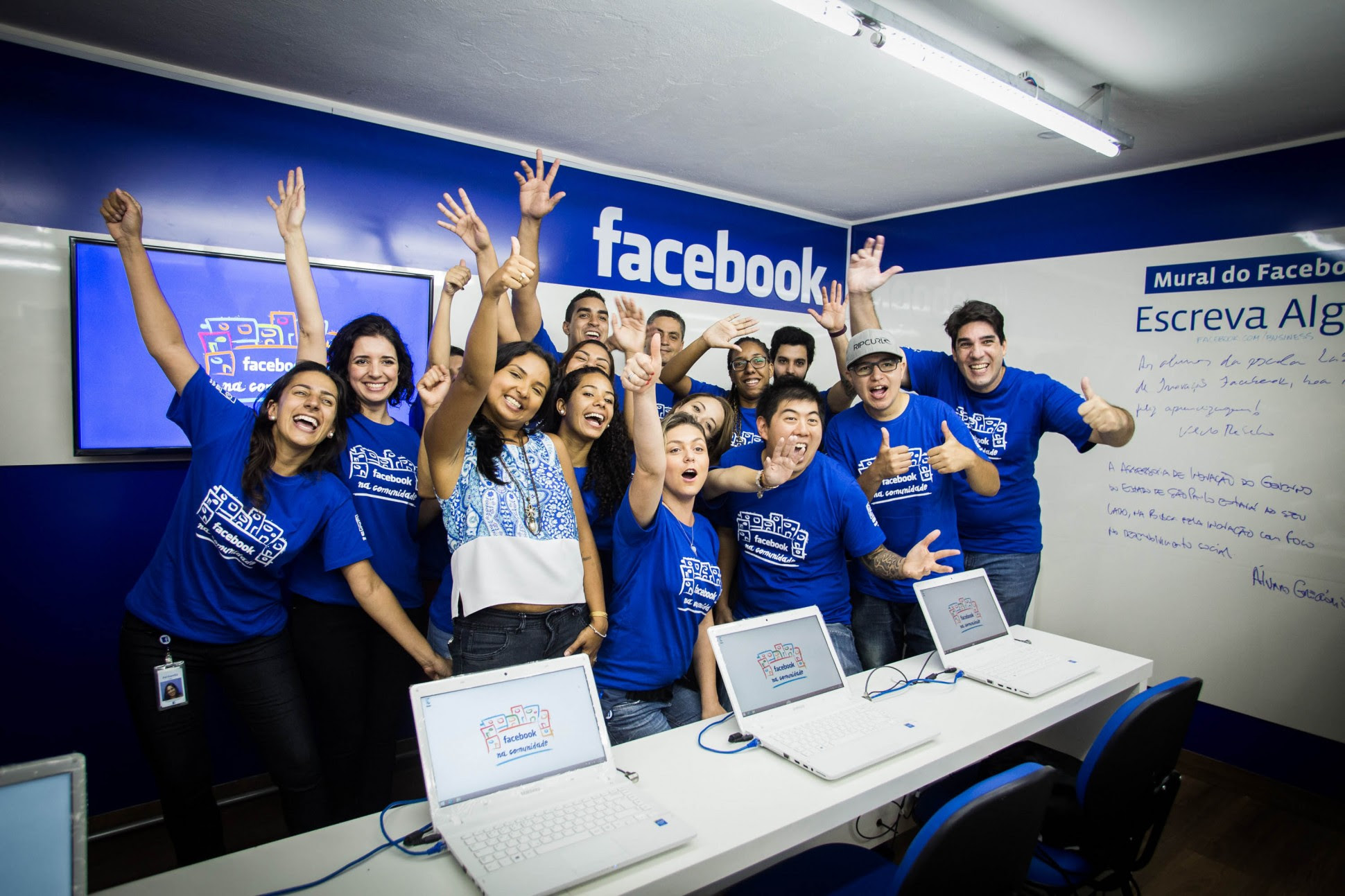 Facebook  için çalışanların 2021 yazına kadar evde çalışacakları bildirildi