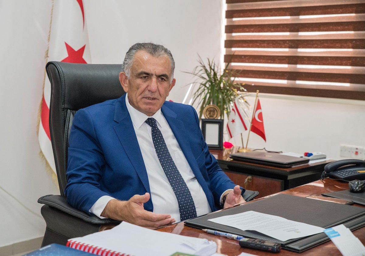Nazım Çavuşoğlu, Kıbrıs'ın ilk fantastik romanı, sanatçı Kemal Behcet Caymaz'ı kabul etti