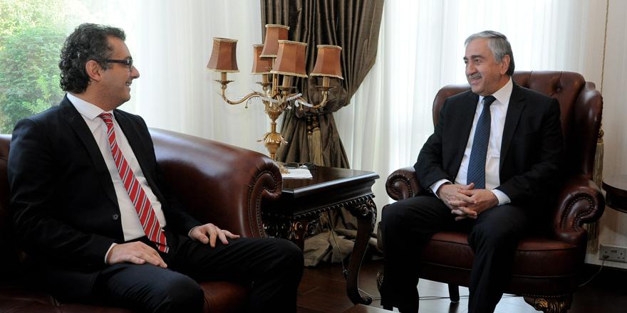 Mustafa Akıncı ve Tufan Erhürman adaylık başvurusunu yaptı