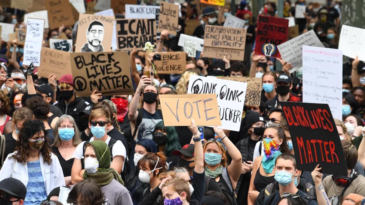 ABD'DEKİ PROTESTOLAR NEDENİYLE SOKAĞA ÇIKMA YASAĞI!